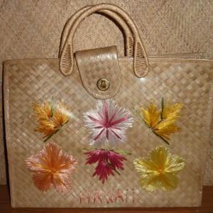 1960_s_hawaii_straw_handbag