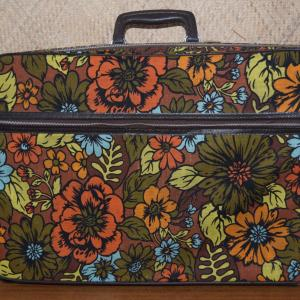 1970_s_american_travelware_suitcase