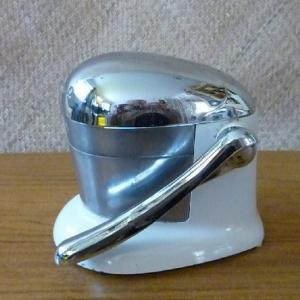 Copy of 1950_s_white_and_chrome_juice_o_mat_juicer_1__facebook
