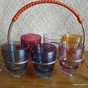 1950_s_shot_glasses_in_carrier_with_red_handle