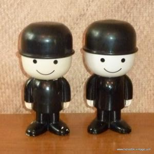 Copy of pair_of_1970_s_fred_the_flour_shakers_airfix_plastics__cu1facebook