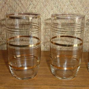 set_of_4_1950_s_gold_pattern_glasses