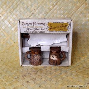 Vintage Treasure Craft Salt & Pepper Set with Tray 1